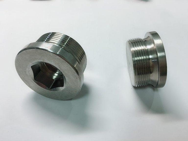 bague en acier inoxydable sur mesure avec porte-clés en acier inoxydable